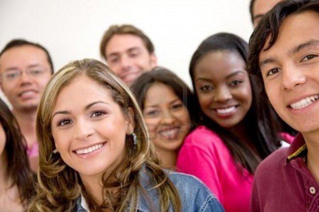 4234016-multi-etnico-gruppo-di-studenti-universitari-sorridere-in-classe